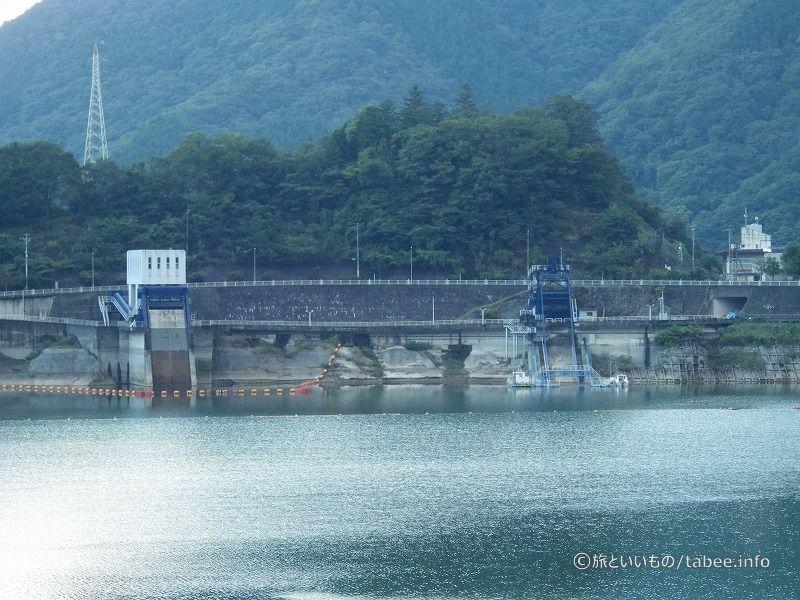 他にもダム関係の設備が見えます