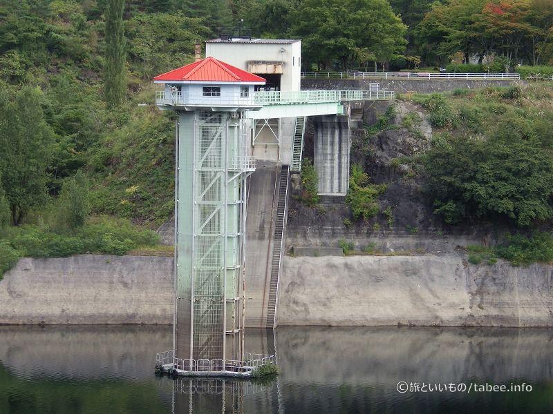 取水塔と艇庫