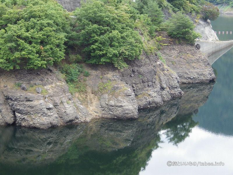 岩の雰囲気