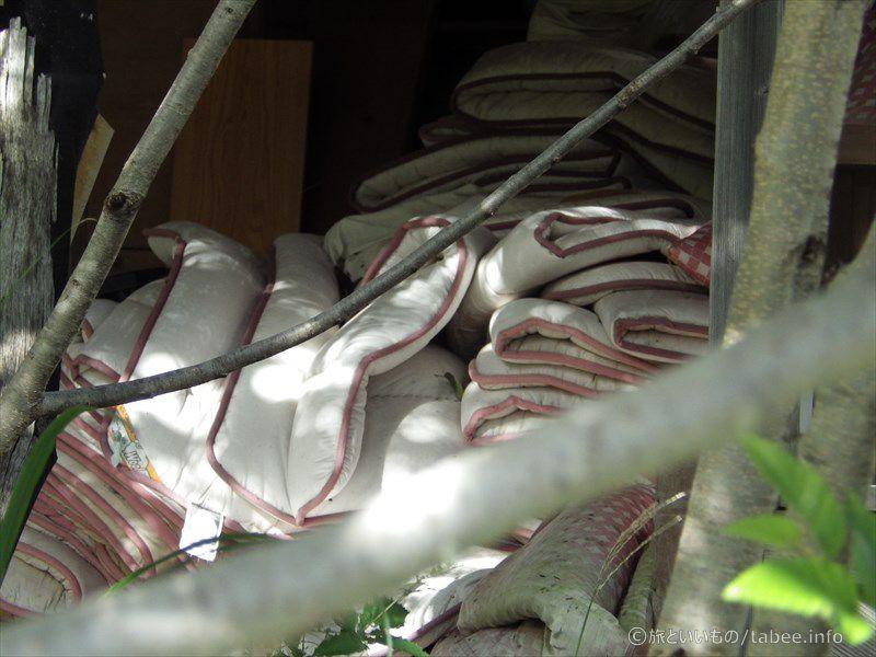 大量の布団