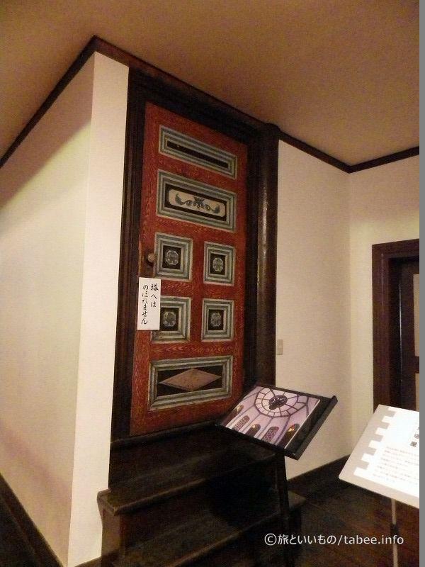 八角塔屋へのドア