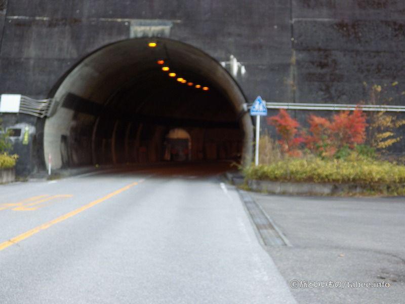 トンネル内の監査廊入口