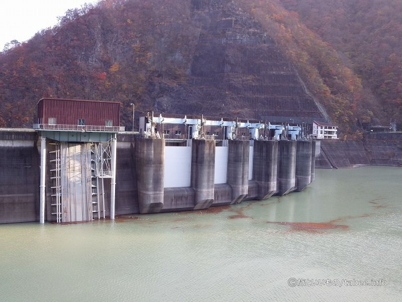 八汐湖から眺めた川治ダム