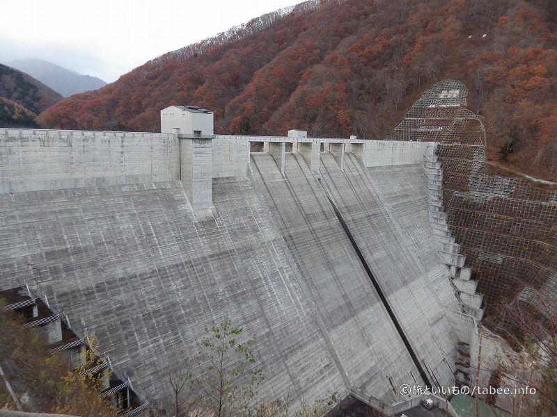 湯西川ダム下流側