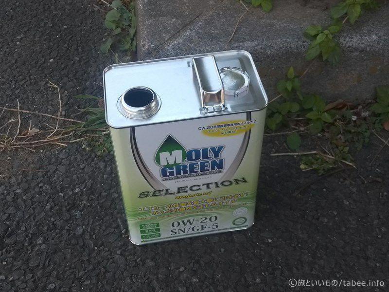 蓋を開けたエンジンオイル缶