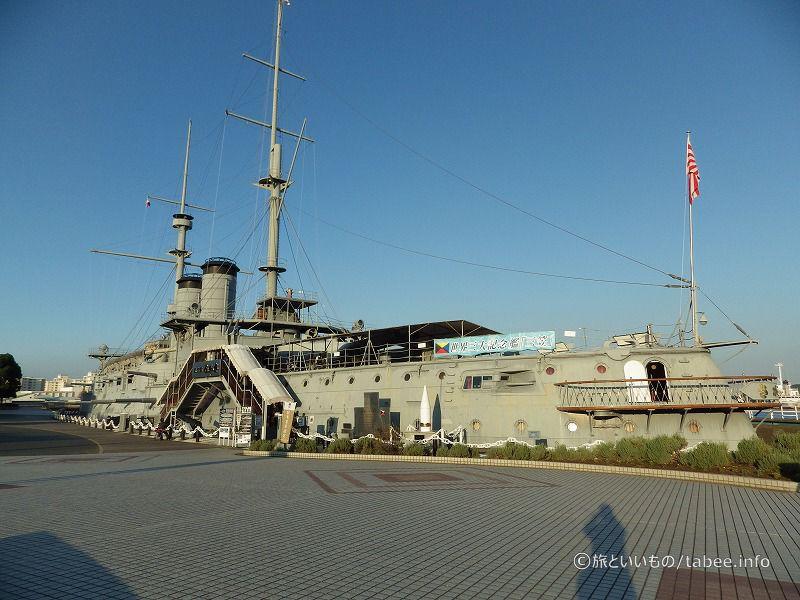 海側には戦艦三笠が記念艦として据えられています