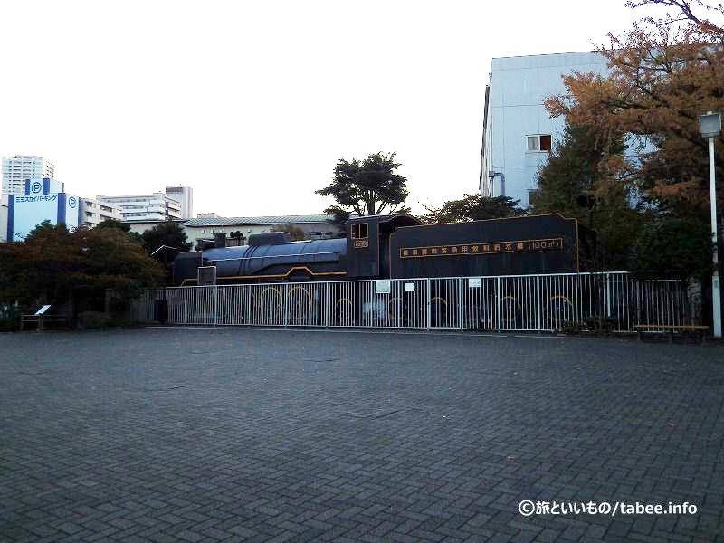 国鉄D51形蒸気機関車を模した飲み水タンク
