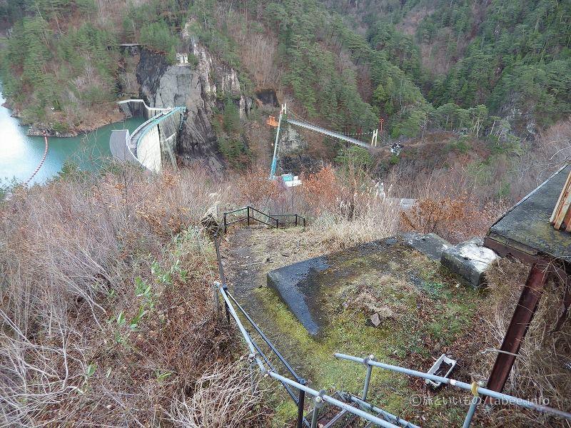 見晴らし台から吊り橋への道