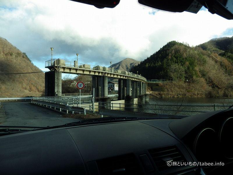 弧を描く栃木の黒部ダム