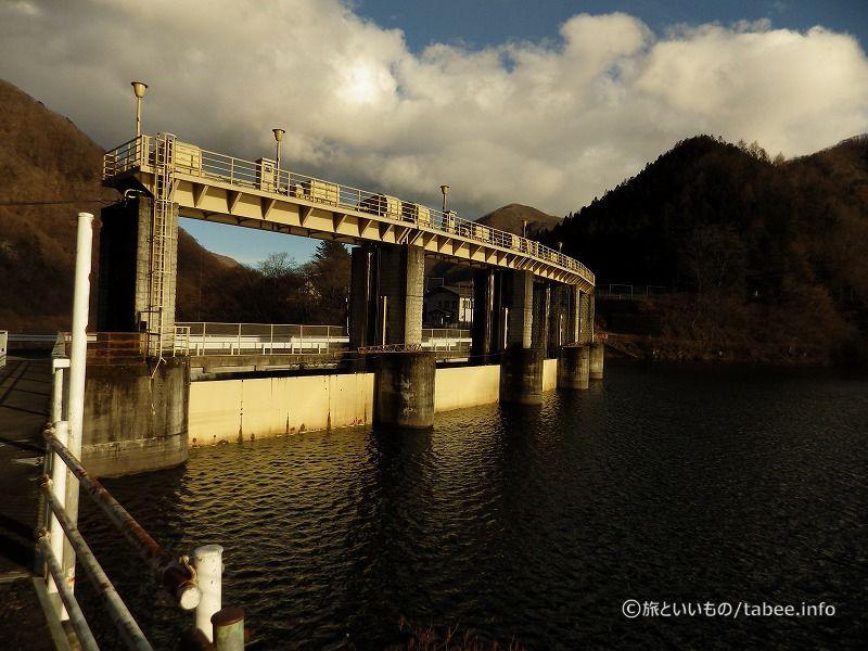黒部貯水池と黒部ダム