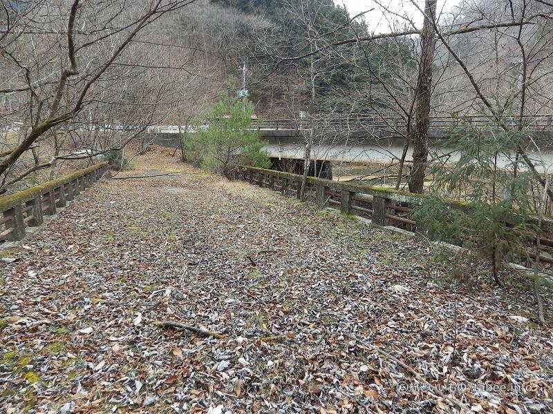 旧栃木平橋の上