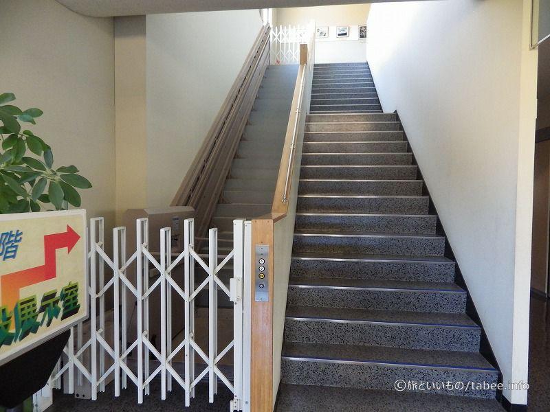 2Fへ続く階段