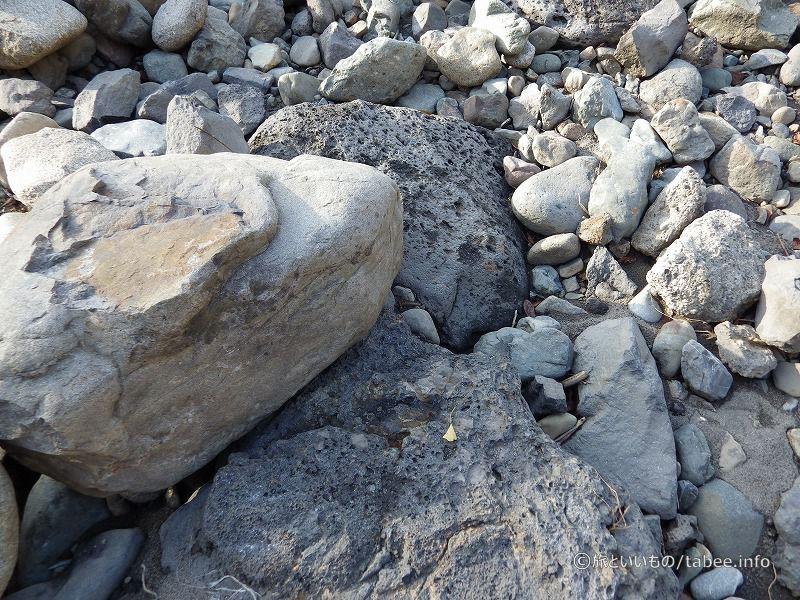 溶岩系の岩やらいろいろ