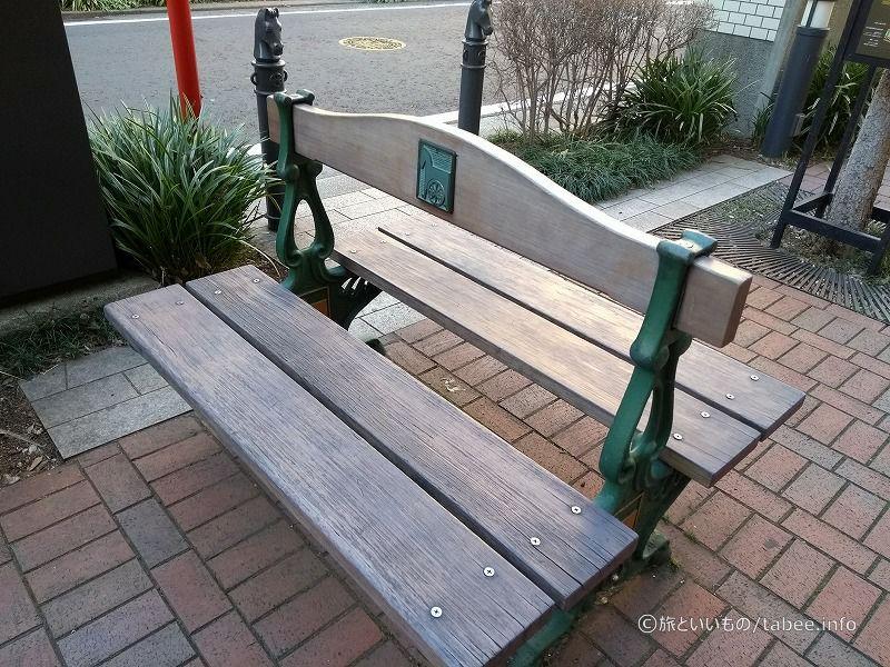 馬車道印のベンチ