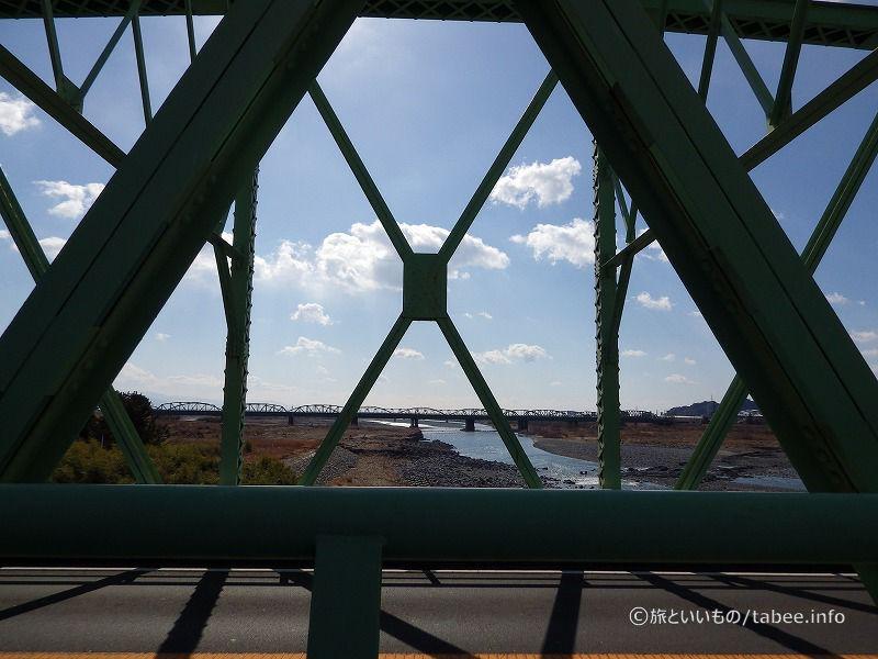 下流側にも同じようなトラス橋