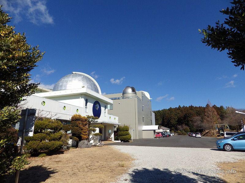 展望台側から見た月光天文台