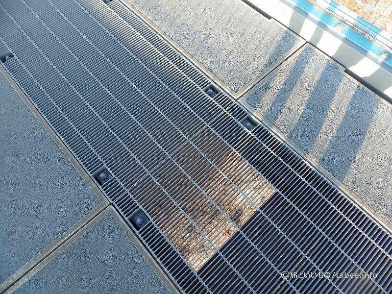 床はグレーチング構造で通風を考えた作り