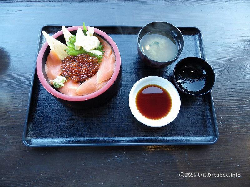 tanuのサーモンイクラ丼980円