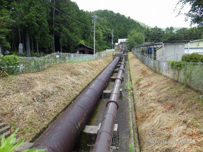 猿庫の泉付近の送水管
