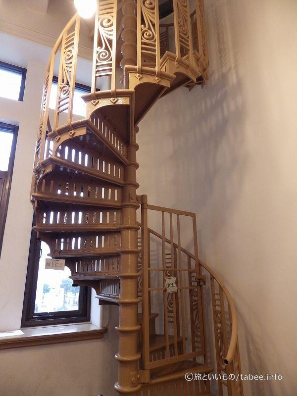 時計塔への階段