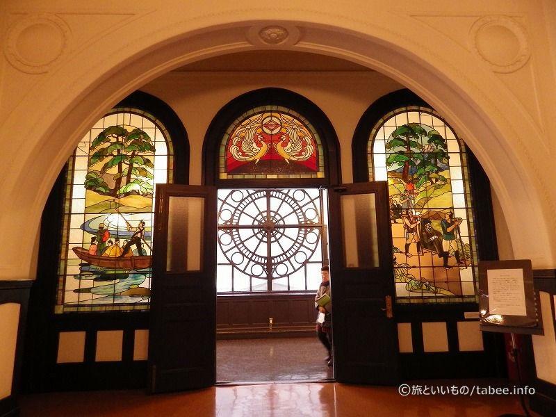 2Fホールのステンドグラス