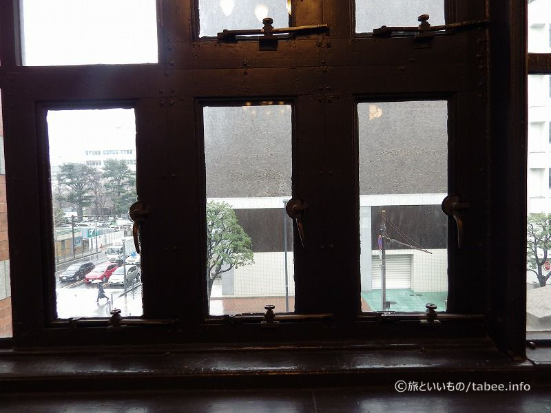 窓の留め金