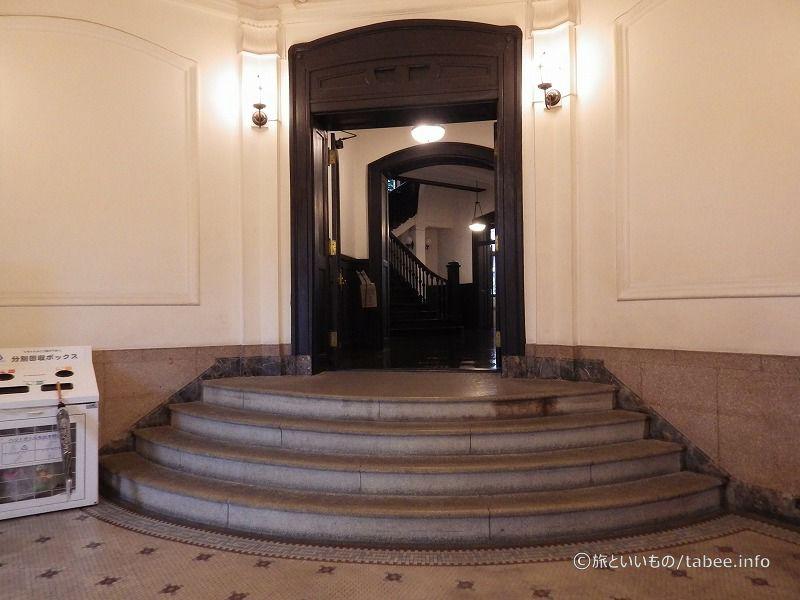 弧を描く階段