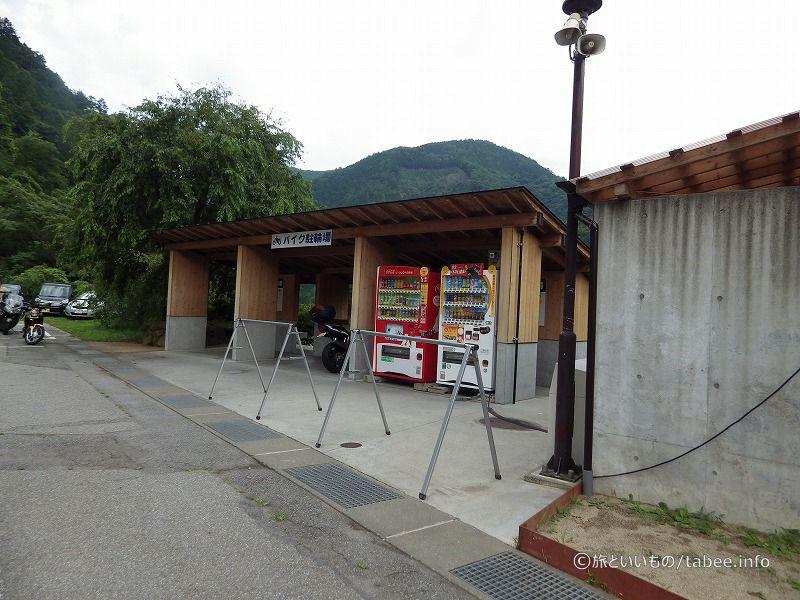 バイクと自転車の駐輪所