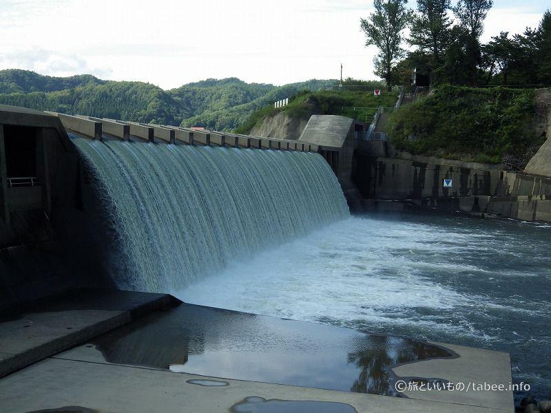 櫛で梳いたような滝です