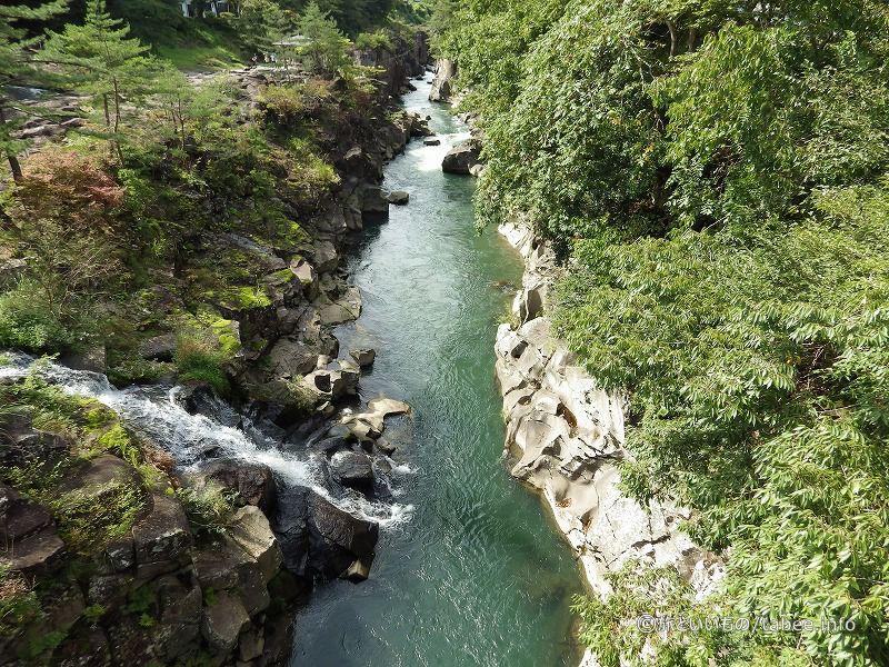磐井川中流の渓谷
