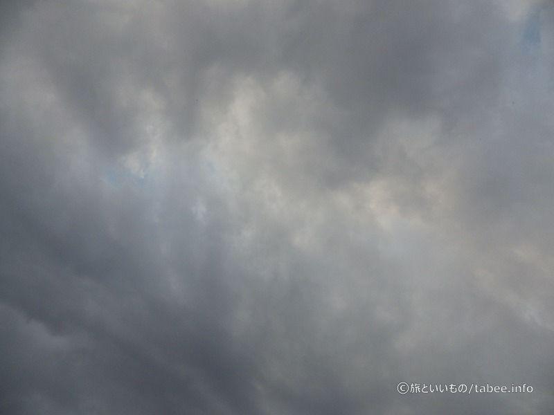 少し晴れ間のある曇り空でした