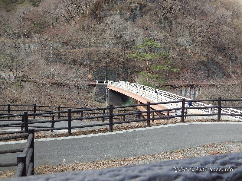 猿橋を渡って左に行くのです