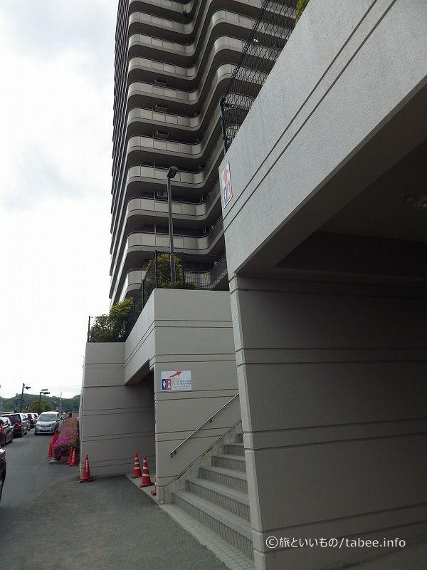 高田橋交差点にあるビル