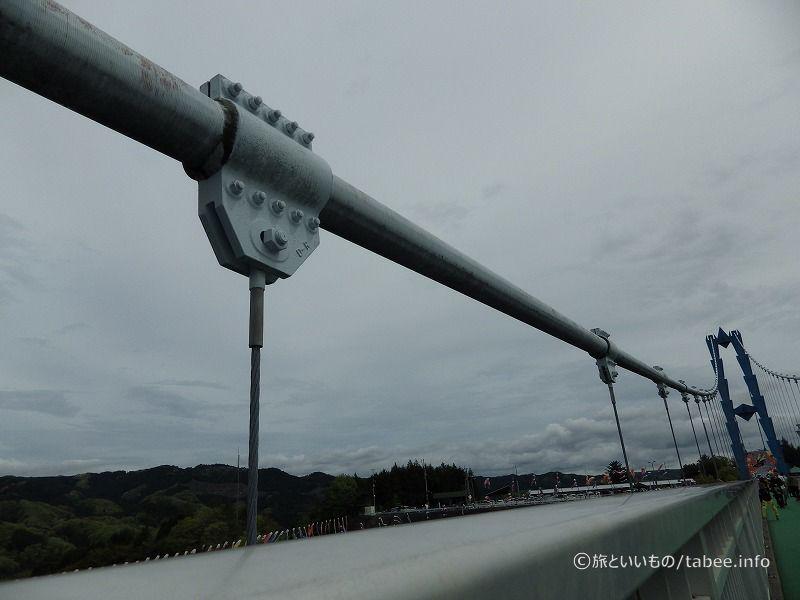 吊り橋のワイヤー
