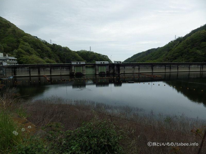 上流側から堤体を眺める