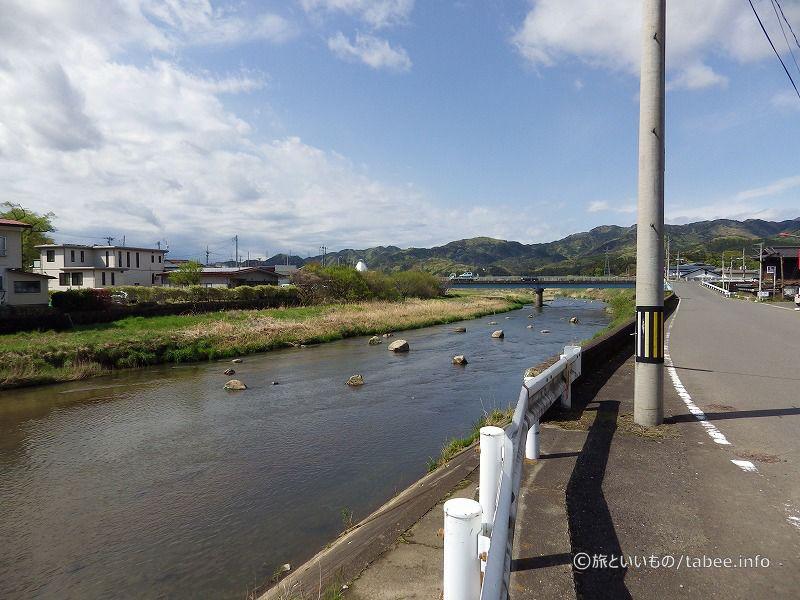 川上川には大きな石が点在していました