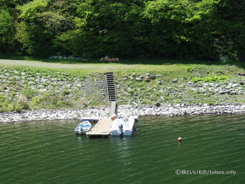 ボートが係留されています