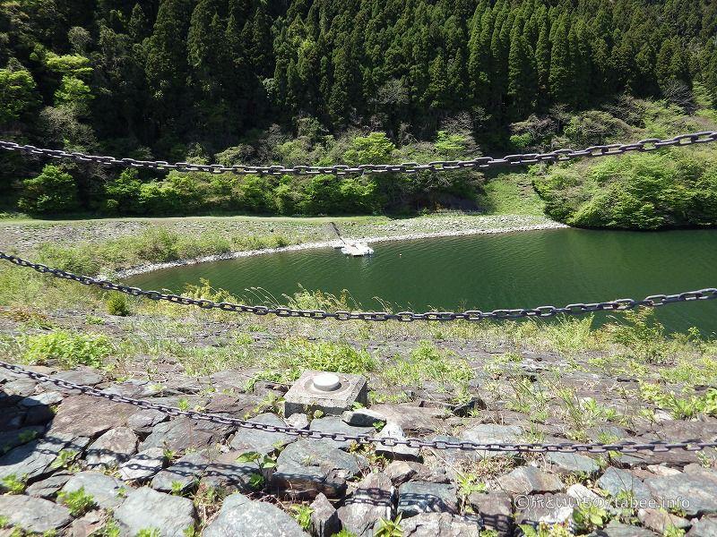 こちらはダム湖側のロックフィル