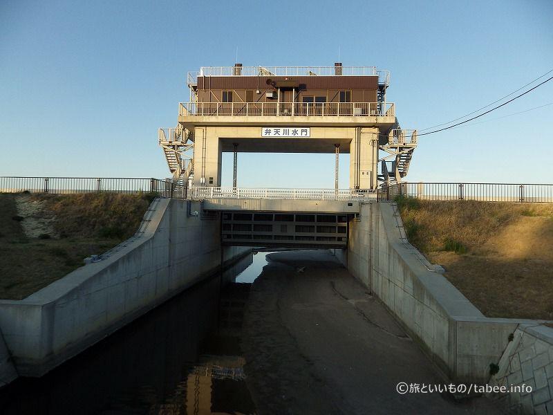 上流側から見た弁天川水門