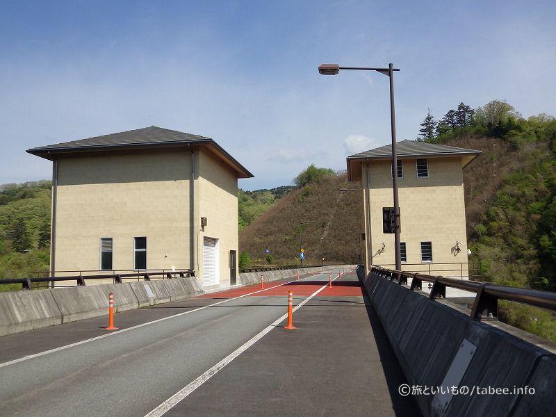 左:取水設備操作室、右:昇降設備室