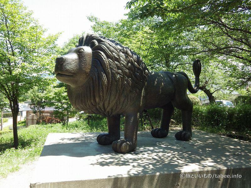 マンガっぽいライオンです