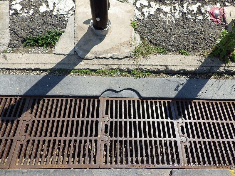 パズルのような排水溝の蓋