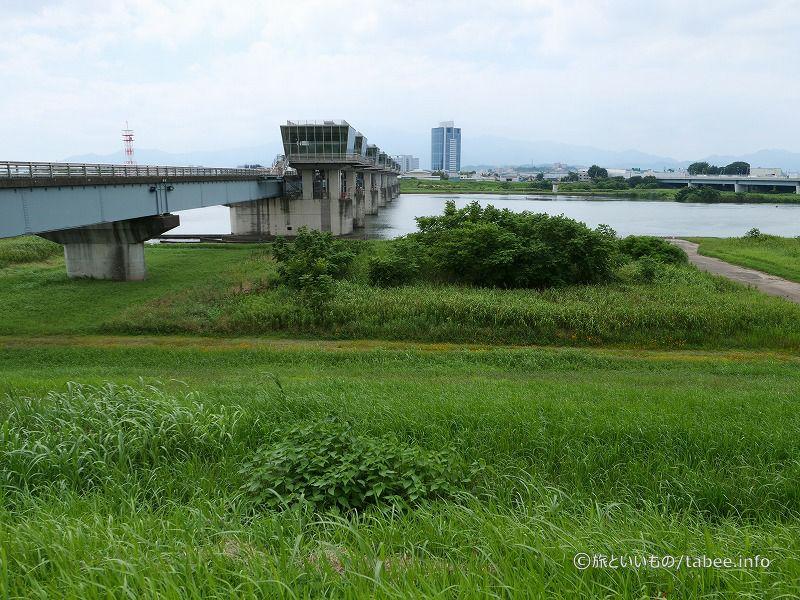 堤防から眺めた相模大堰