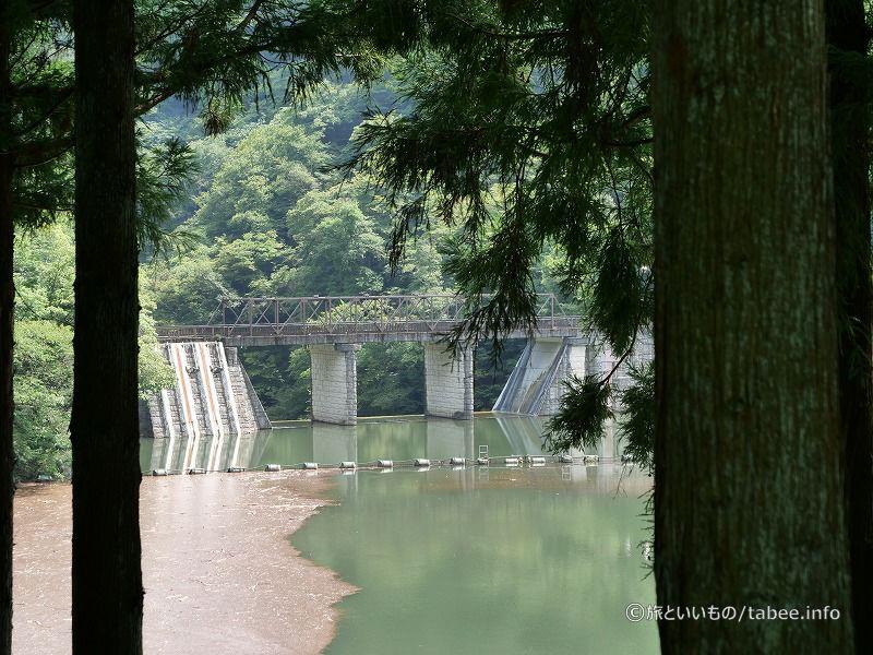 道路から眺めた坂本ダム上流