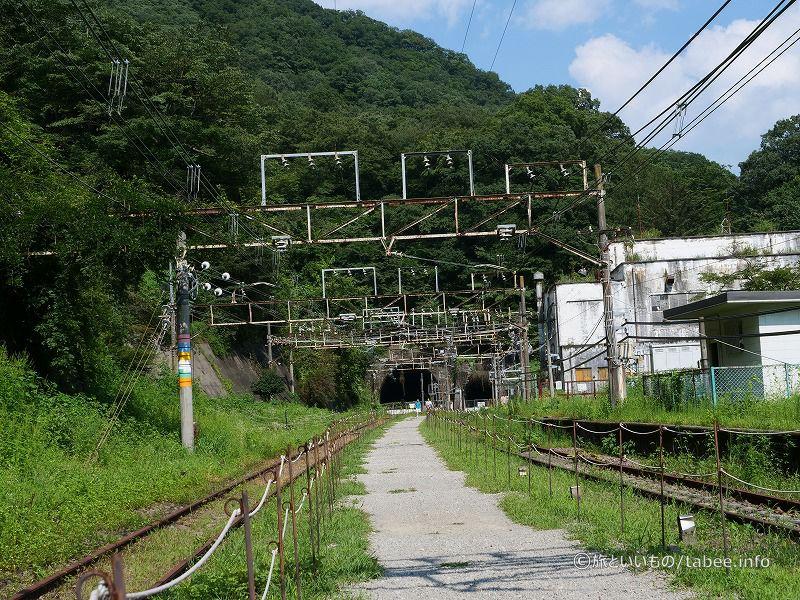 横川方面へ歩きます