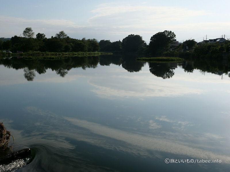 上流の水面は静か