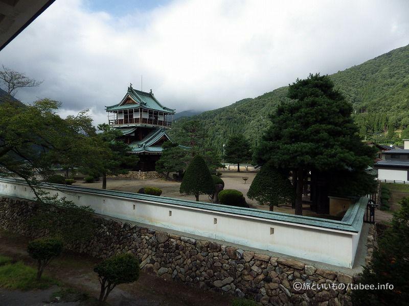 資料館2階から見た神岡城