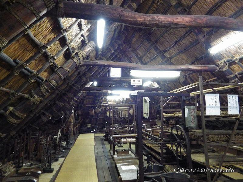 旧茅葺の手法マタダテ部材の縄搦み