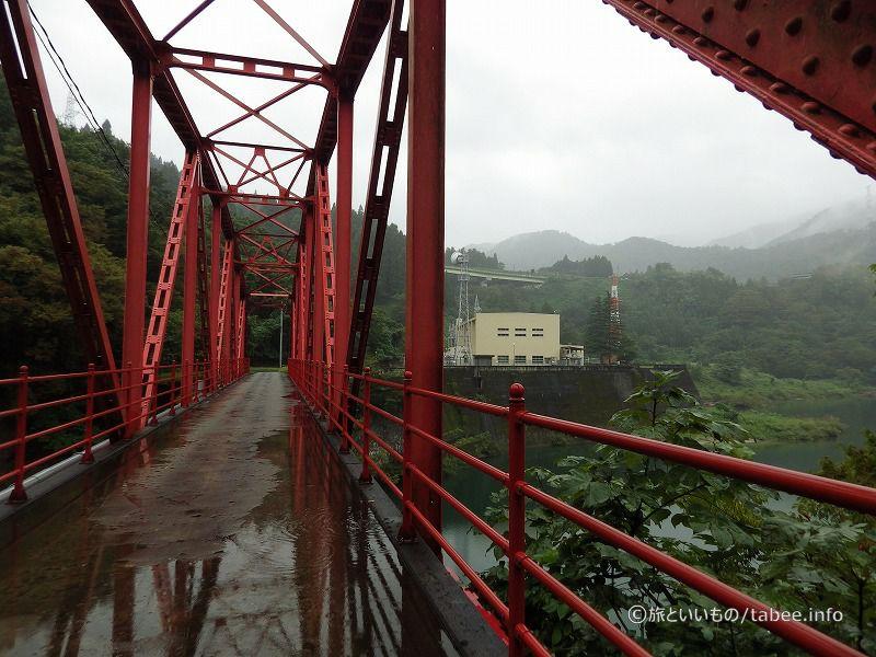 寺津橋右岸から見た神通川第一発電所