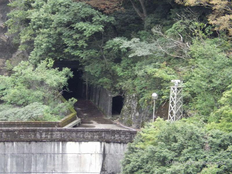 室牧ダム左岸側のトンネル等